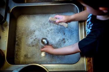 washing-dishes-1112077_1920.jpg