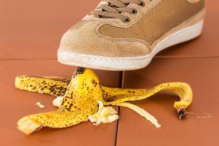 accident-banana-skin-be-careful-36763.jpg